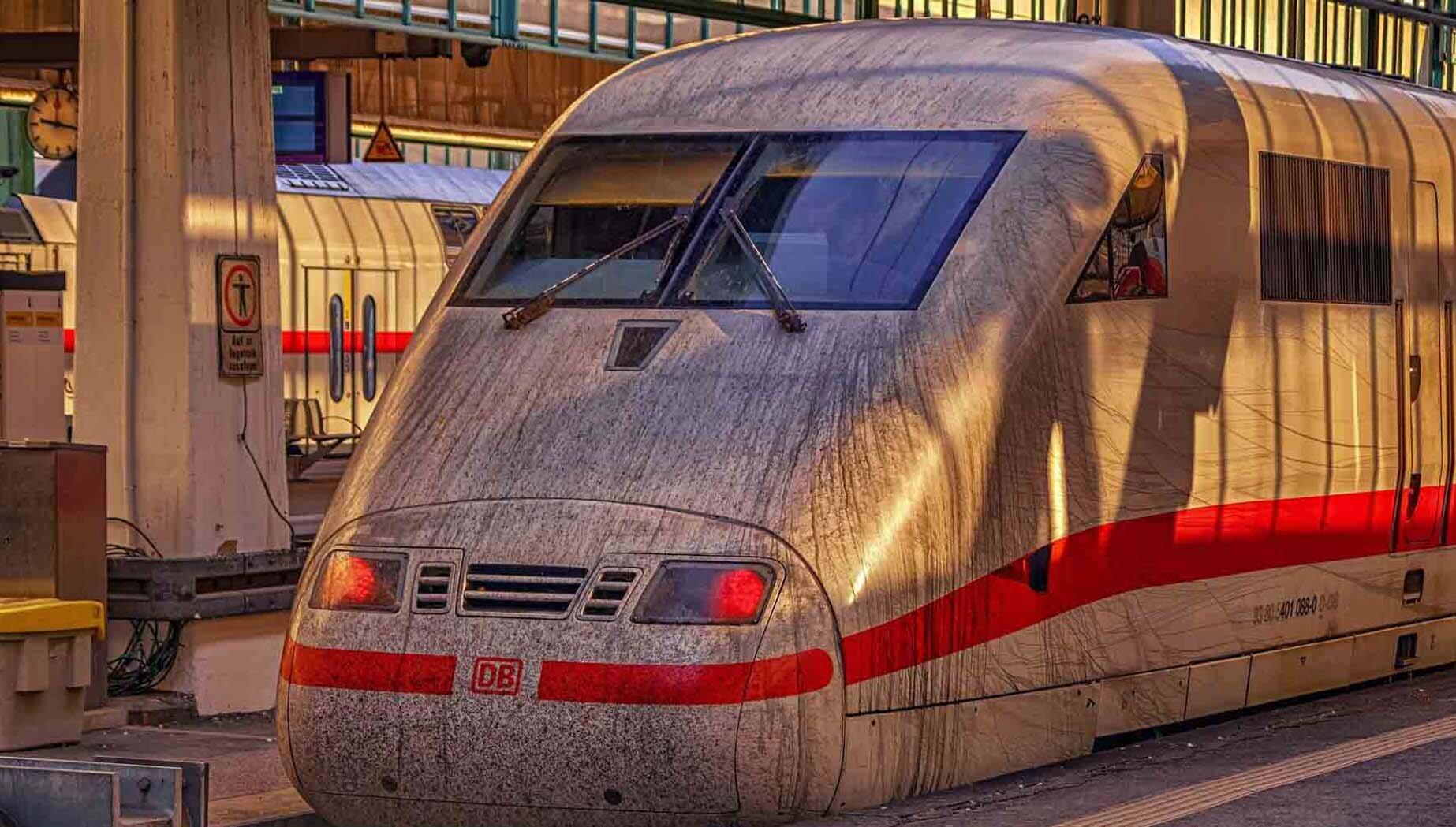 Die Deutsche Bahn weist seit Jahren ein mangelhaftes Hygienekonzept auf. Die Hygiene in den Zügen muss daher dringend verbessert werden.