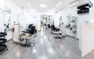 In den meisten Friseurläden herrschen hygienische Missstände. Der Hygiene Coach klärt darüber auf und bietet effektive Hygienemaßnahmen.